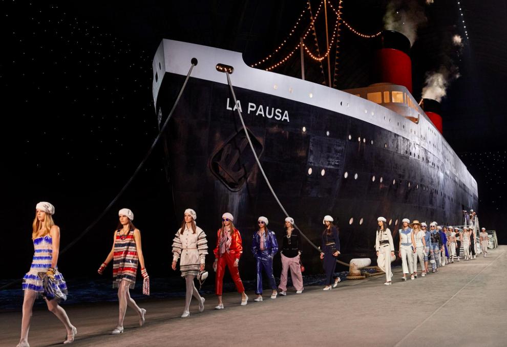 Chanel: retour en images sur le défilé Croisière 2018/19 au Grand Palais